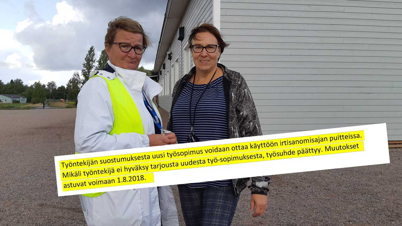 Luottamusmiehet Taina Ylipuranen ja Anne Laakso-Sopukki siuntiolaisen koulun pihalla.