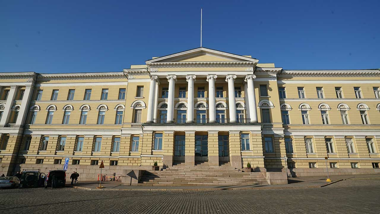 Helsingin yliopisto tuomittiin yt-lain rikkomisesta. Kuvassa yliopiston päärakennus.