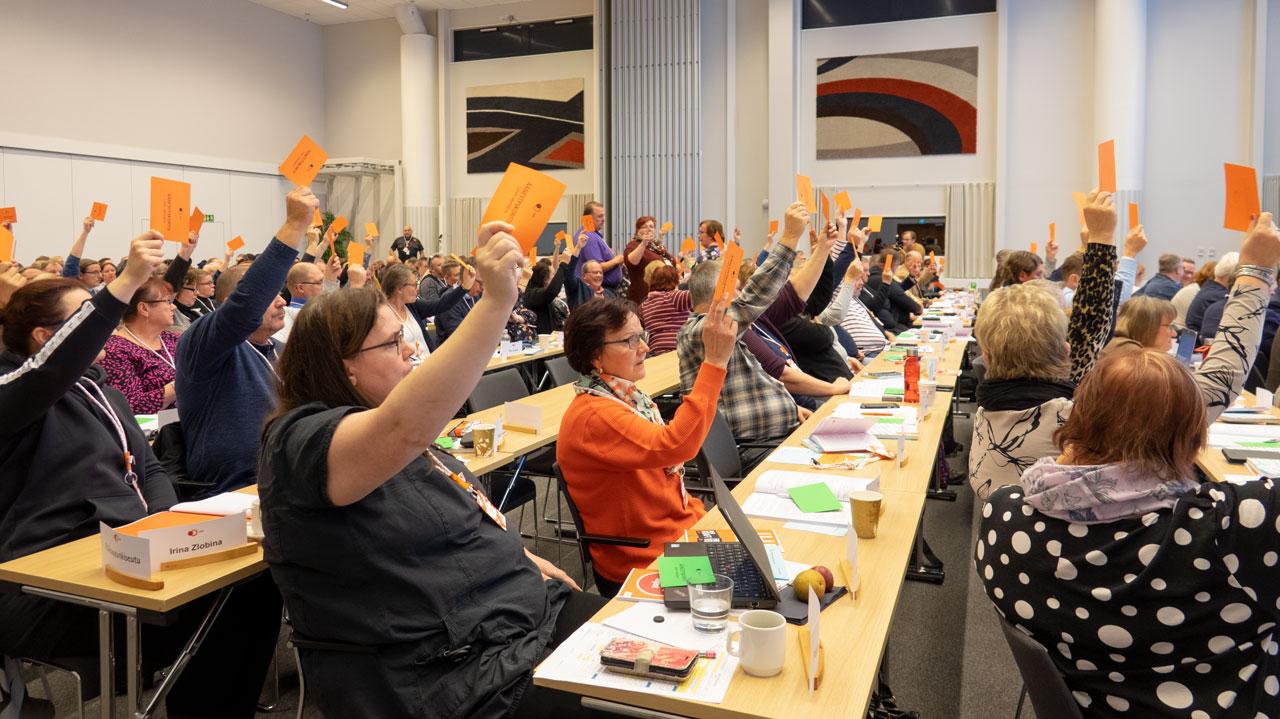Edustajisto äänesti jäsenmaksupalautuksista.