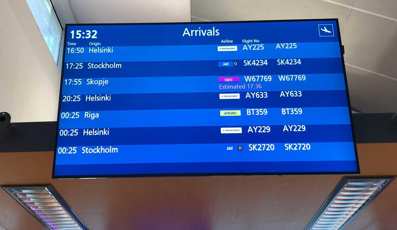 Finavias skärm visar flyg som ska landa på Åbo flygplats.