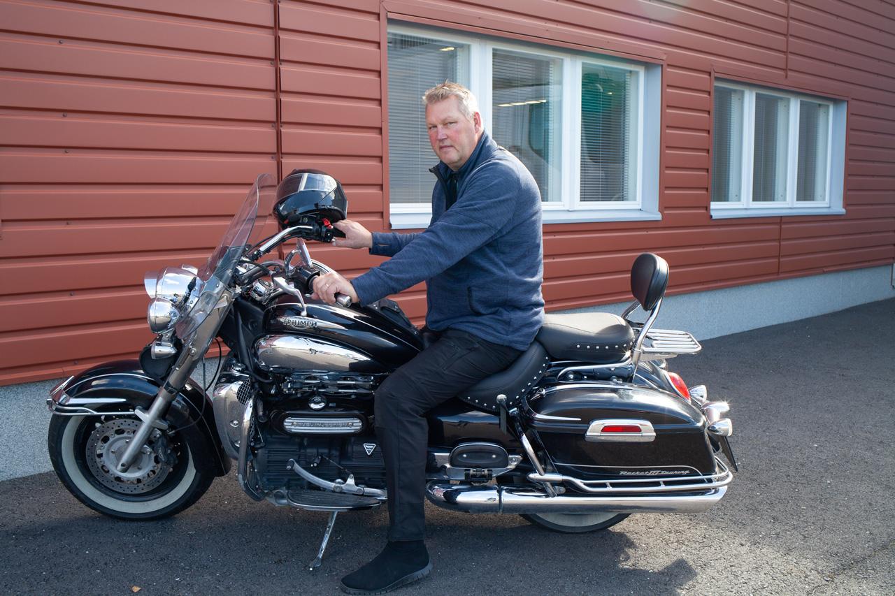 Kim Karvinen ja moottoripyörä