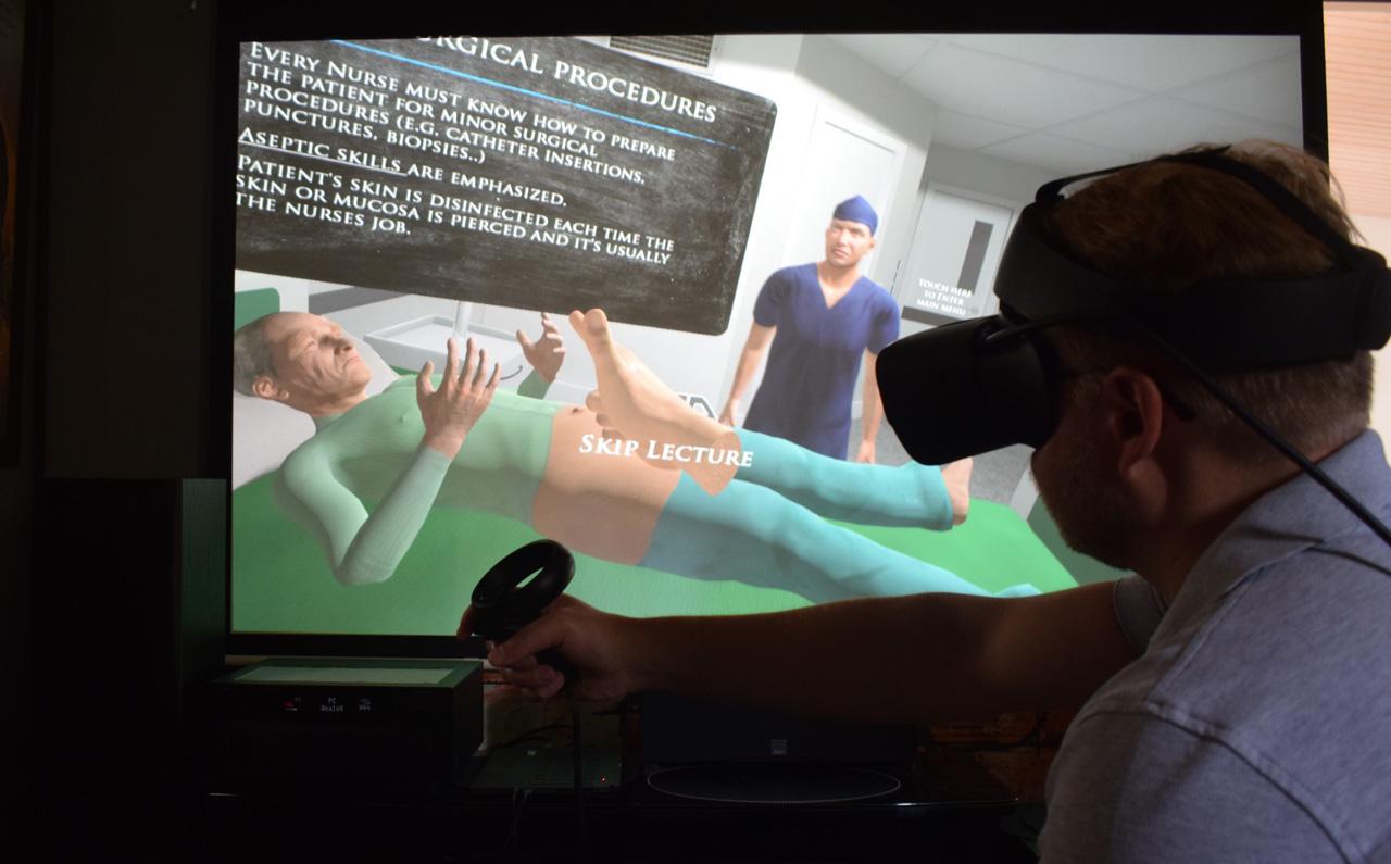 Virtuaalinen oppimisympäristö terveydenhuollossa. Potilas ja lääkäri.
