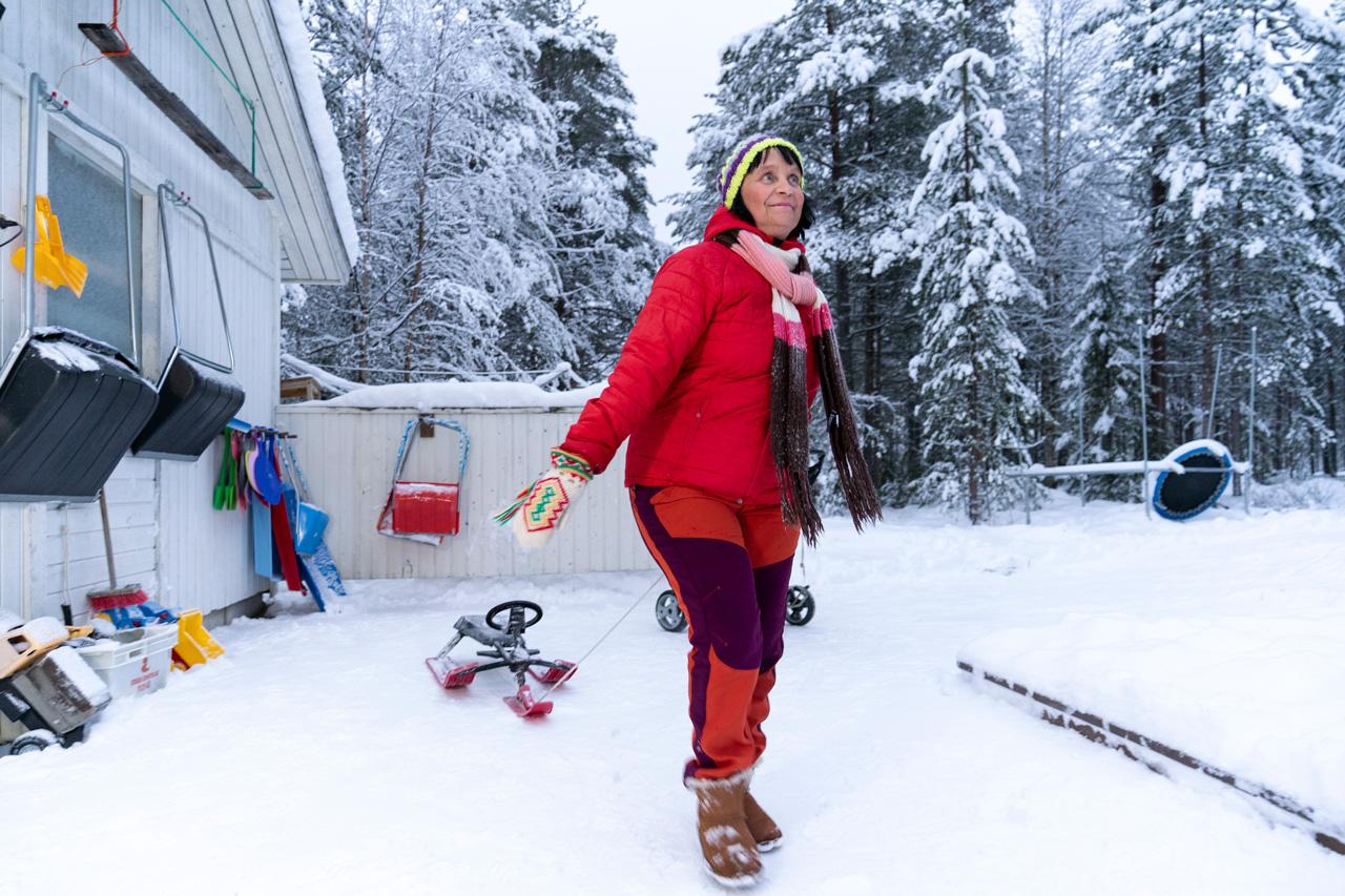 perhepäivöhoitaja Arja Kurkela kotipaihassa