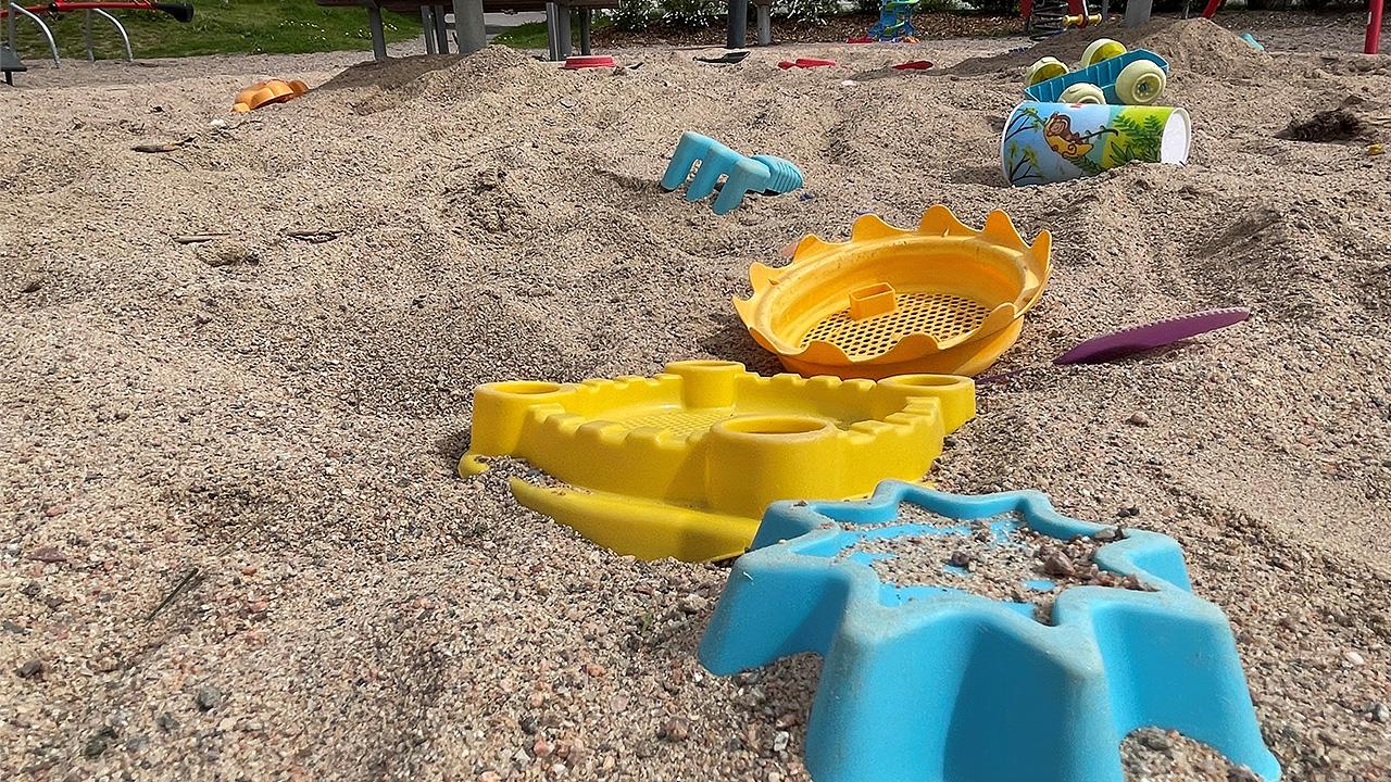 lasten hiekkalaatikko