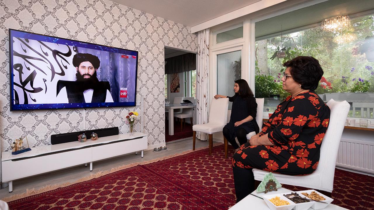 Sohila Qaderzada katsoo uutislähestystä miniänsä Asman kanssa