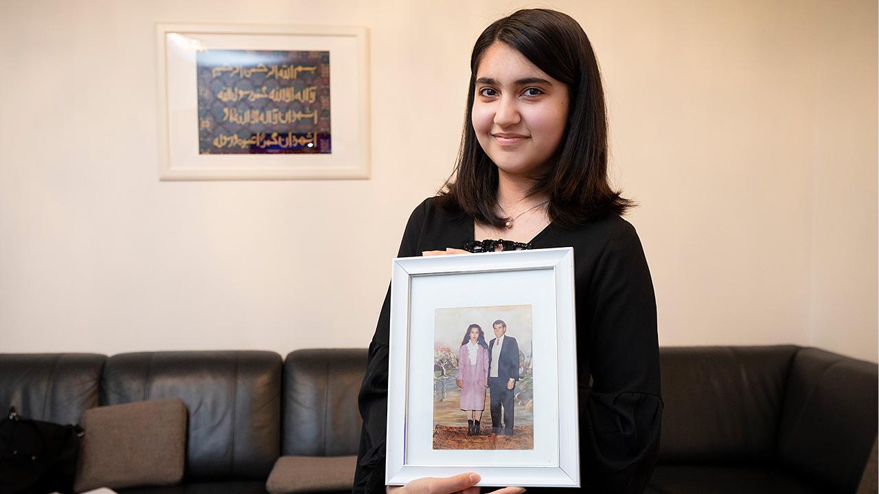 Miriam Qadarzada ja vanhempien kihlajaiskuva